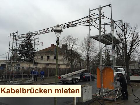 Strassenüberführung Baustrom Berlin - Kabelschutzbrücke